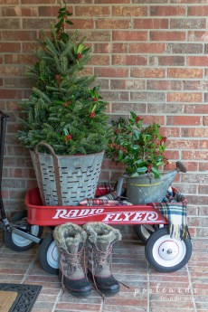 Totally Inspiring Christmas Porch Decoration Ideas 70
