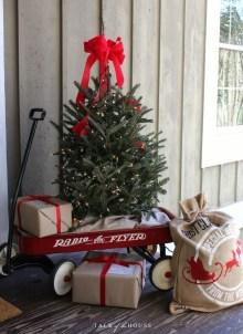 Totally Inspiring Christmas Porch Decoration Ideas 72
