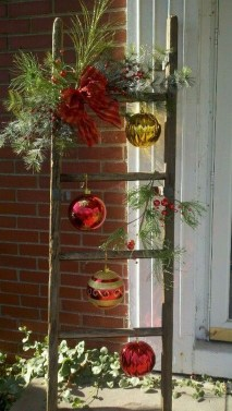 Totally Inspiring Christmas Porch Decoration Ideas 79
