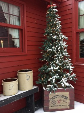 Totally Inspiring Christmas Porch Decoration Ideas 80