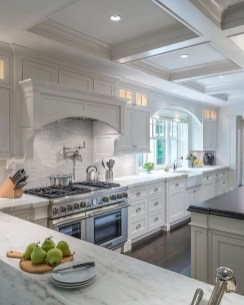 Totally Outstanding Traditional Kitchen Decoration Ideas 105