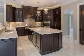 Totally Outstanding Traditional Kitchen Decoration Ideas 108