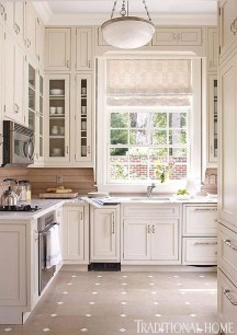 Totally Outstanding Traditional Kitchen Decoration Ideas 157