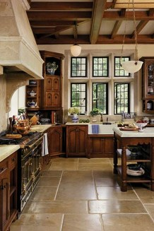 Totally Outstanding Traditional Kitchen Decoration Ideas 22