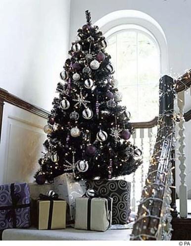 Unique And Unusual Black Christmas Tree Decoration Ideas 13