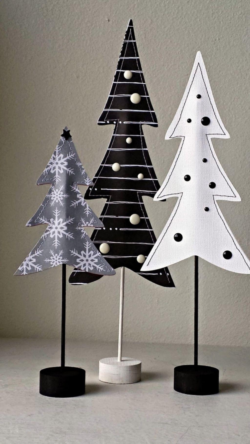 Unique And Unusual Black Christmas Tree Decoration Ideas 15