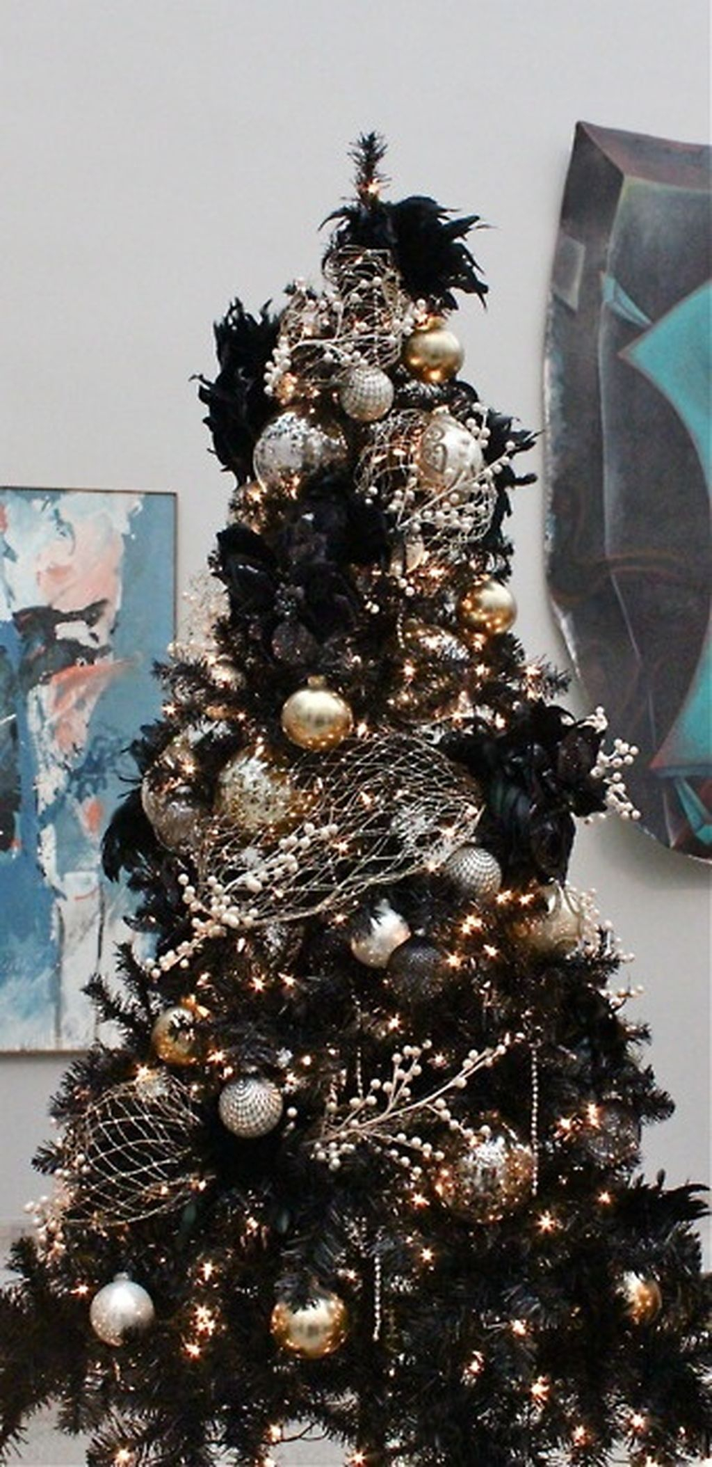 Unique And Unusual Black Christmas Tree Decoration Ideas 20