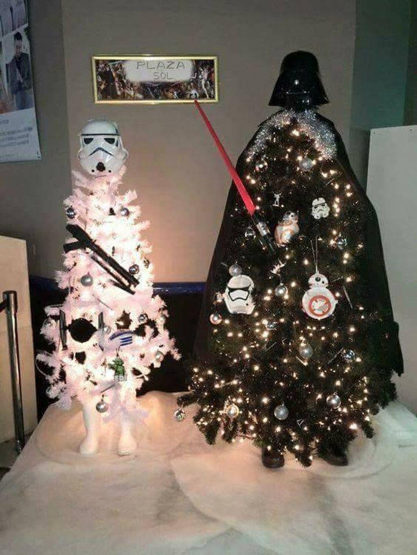 Unique And Unusual Black Christmas Tree Decoration Ideas 24