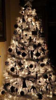 Unique And Unusual Black Christmas Tree Decoration Ideas 27