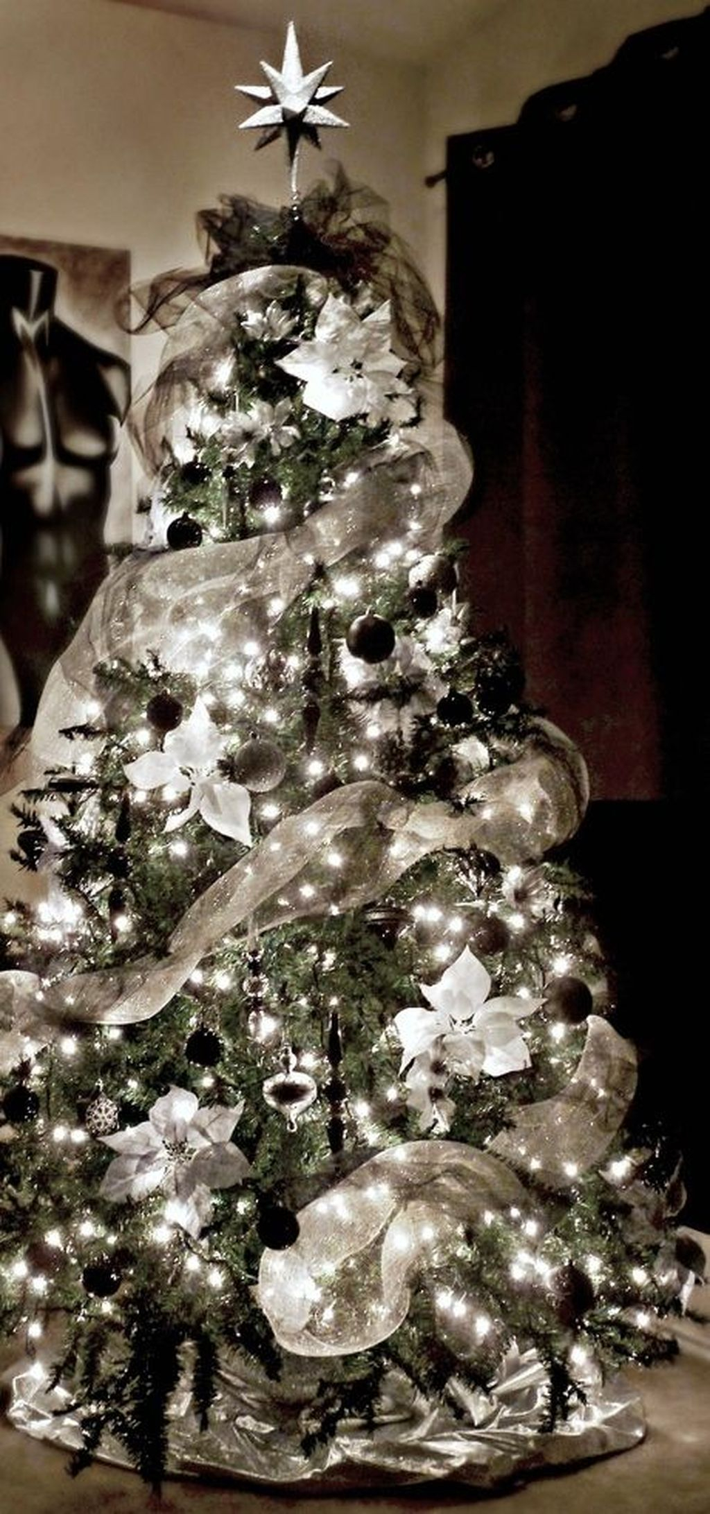 Unique And Unusual Black Christmas Tree Decoration Ideas 37