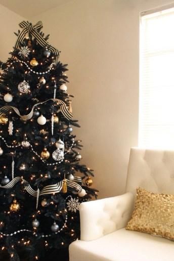 Unique And Unusual Black Christmas Tree Decoration Ideas 39