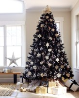 Unique And Unusual Black Christmas Tree Decoration Ideas 40