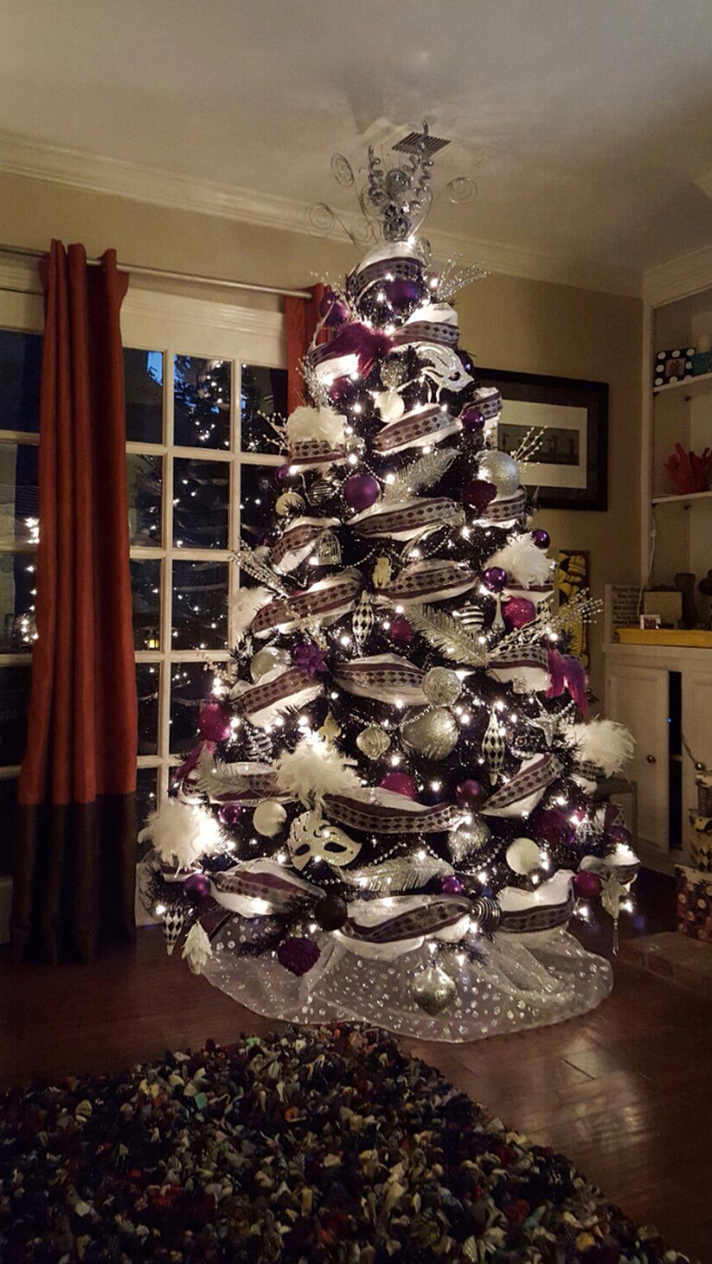 Unique And Unusual Black Christmas Tree Decoration Ideas 44