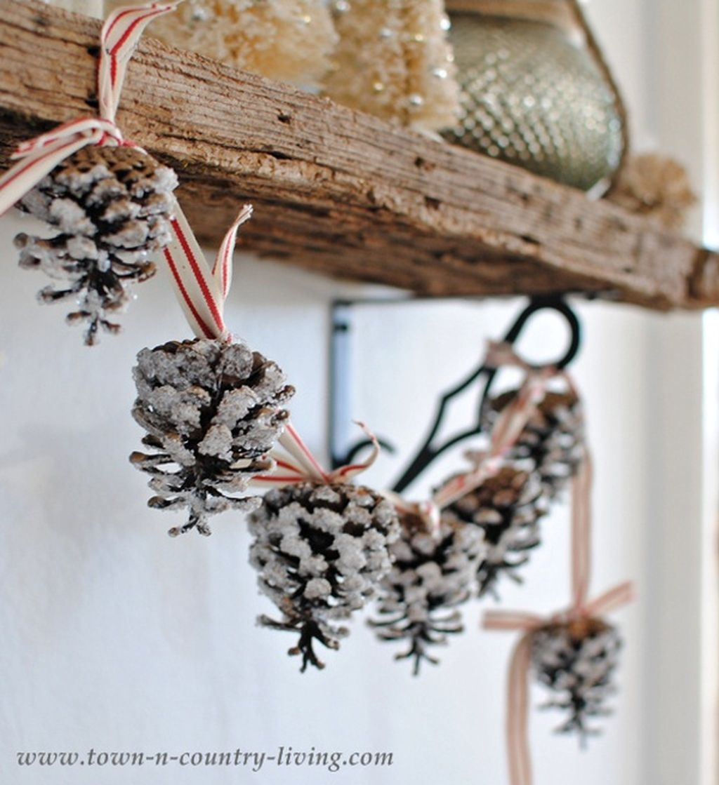 36 Brilliant Ideas How To Use Pinecone For Indoor Christmas Decoration 29