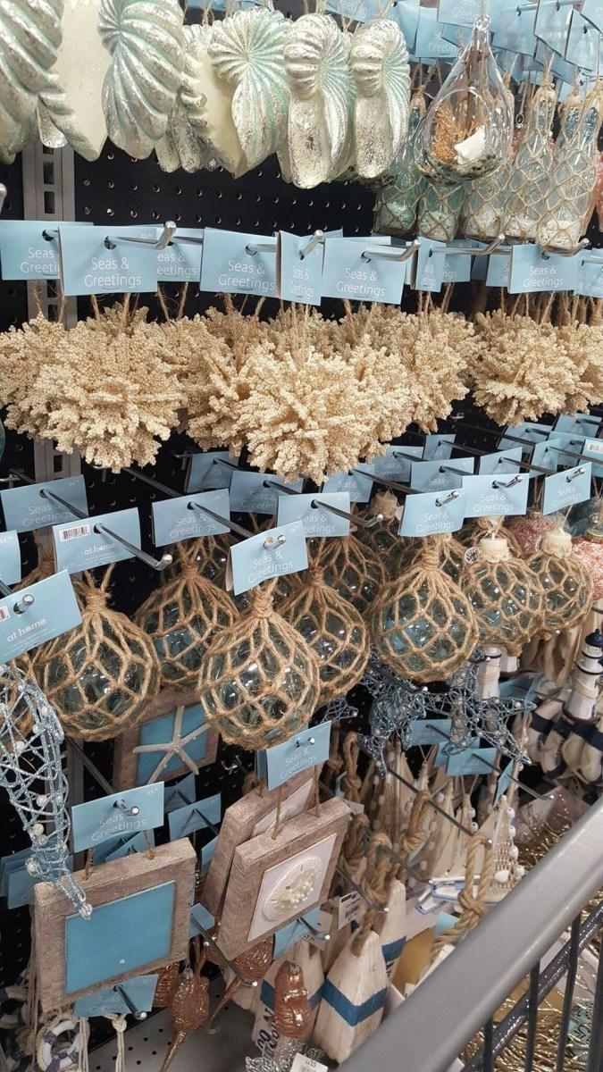 37 Relaxed Beach Themed Christmas Decoration Ideas 20
