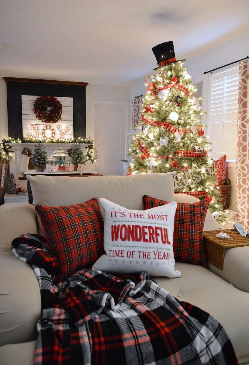 37 Totally Adorable Traditional Christmas Decoration Ideas 16
