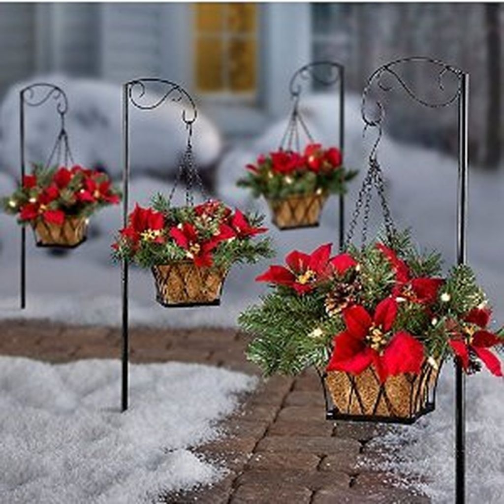 46 Best Farmhouse Home Decor Ideas You Will Totally Love: 37 Totally Adorable Traditional Christmas Decoration Ideas