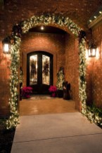 37 Totally Adorable Traditional Christmas Decoration Ideas 37