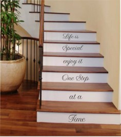 38 Cool And Fun Christmas Stairs Decoration Ideas 06