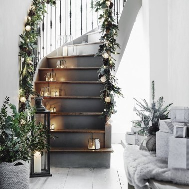 38 Cool And Fun Christmas Stairs Decoration Ideas 13