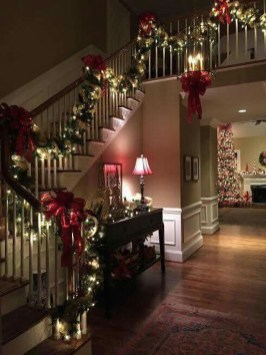 38 Cool And Fun Christmas Stairs Decoration Ideas 18