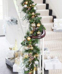 38 Cool And Fun Christmas Stairs Decoration Ideas 19