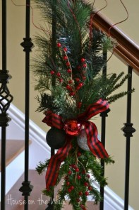 38 Cool And Fun Christmas Stairs Decoration Ideas 29