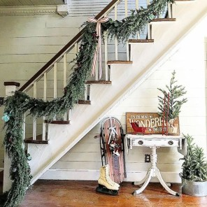 38 Cool And Fun Christmas Stairs Decoration Ideas 30