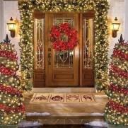 38 Stunning Christmas Front Door Decoration Ideas 03