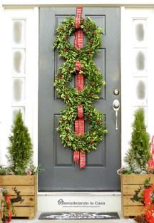 38 Stunning Christmas Front Door Decoration Ideas 06