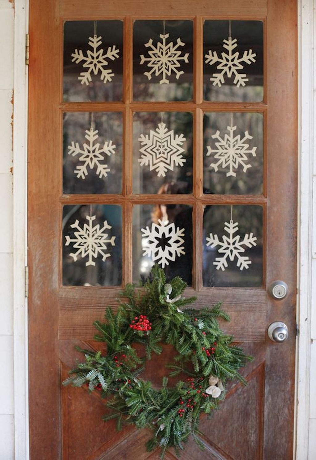38 Stunning Christmas Front Door Decoration Ideas 16