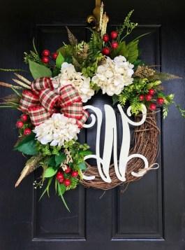 38 Stunning Christmas Front Door Decoration Ideas 22