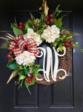 38 Stunning Christmas Front Door Decoration Ideas 24