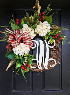 38 Stunning Christmas Front Door Decoration Ideas 24