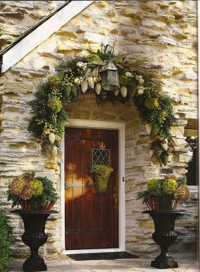 38 Stunning Christmas Front Door Decoration Ideas 26