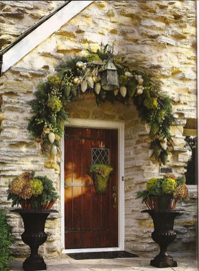 38 Stunning Christmas Front Door Decoration Ideas 26