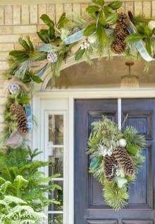 38 Stunning Christmas Front Door Decoration Ideas 31