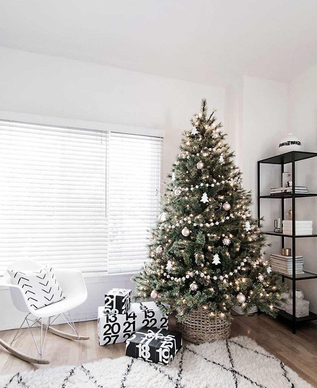 40 Awesome Scandinavian Christmas Decoration Ideas 28