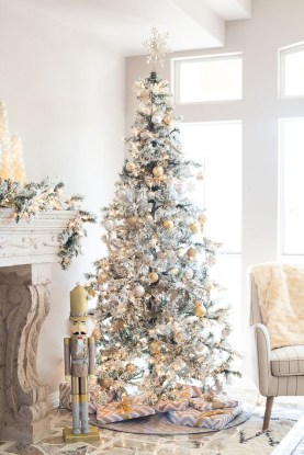 40 Ezciting Silver And White Christmas Tree Decoration Ideas 09