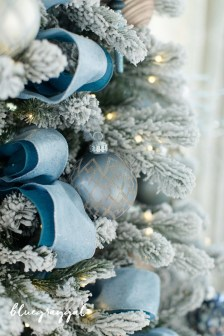 40 Ezciting Silver And White Christmas Tree Decoration Ideas 12