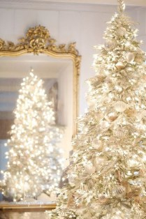40 Ezciting Silver And White Christmas Tree Decoration Ideas 19