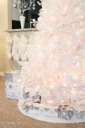40 Ezciting Silver And White Christmas Tree Decoration Ideas 24