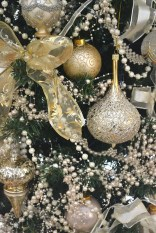 40 Ezciting Silver And White Christmas Tree Decoration Ideas 27