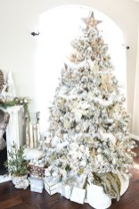 40 Ezciting Silver And White Christmas Tree Decoration Ideas 28