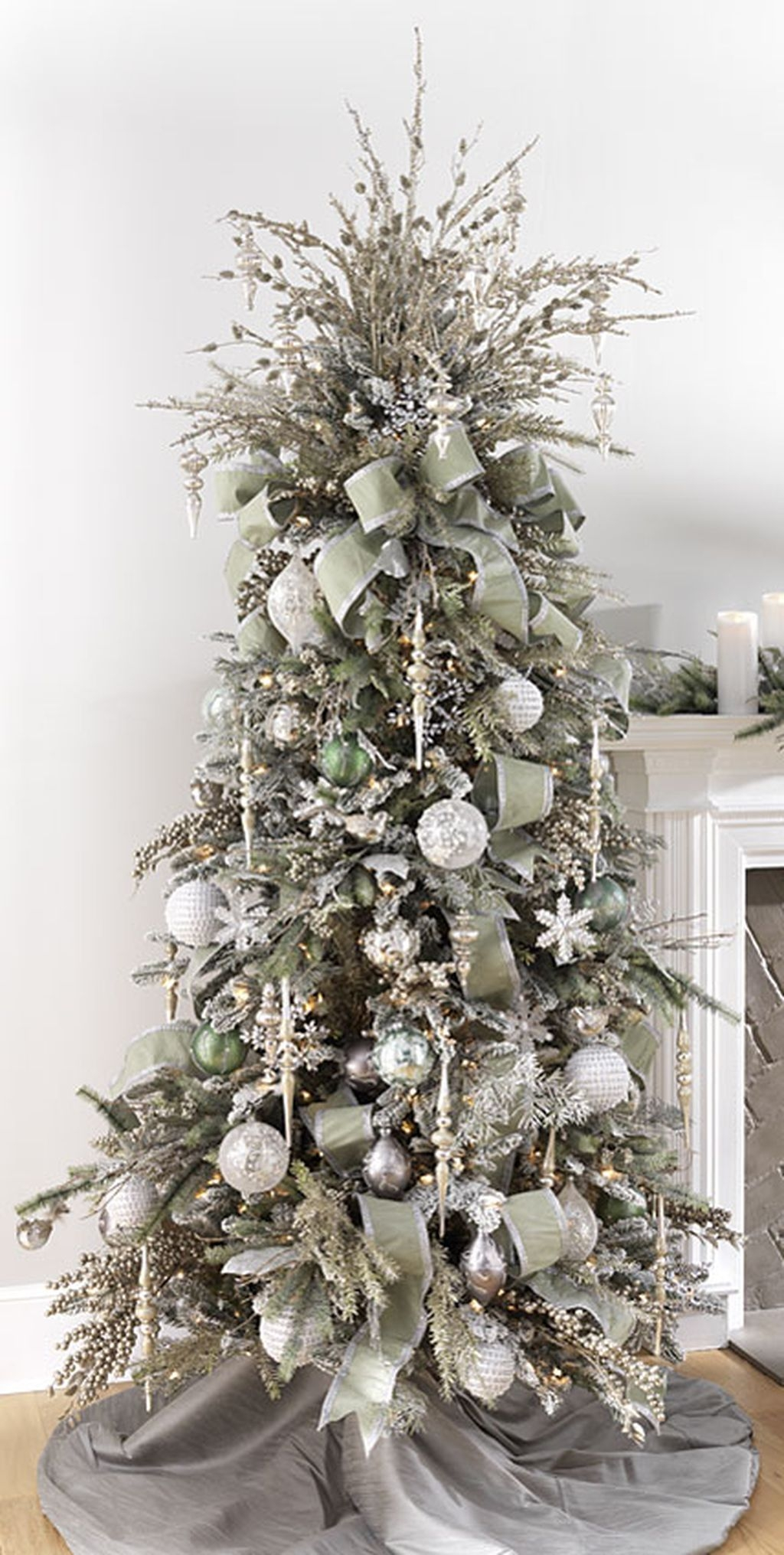 40 Ezciting Silver And White Christmas Tree Decoration Ideas 39
