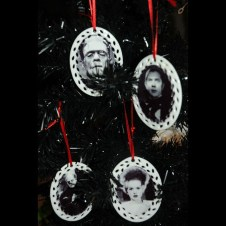 Amazing Gothic Christmas Decoration Ideas To Show Your Holiday Spirit 05
