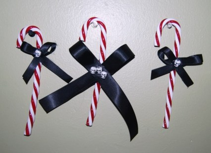 Amazing Gothic Christmas Decoration Ideas To Show Your Holiday Spirit 24