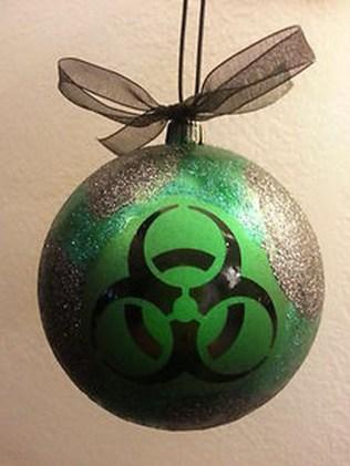 Amazing Gothic Christmas Decoration Ideas To Show Your Holiday Spirit 30