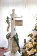 Beautiful Rustic Outdoor Christmas Decoration Ideas 30