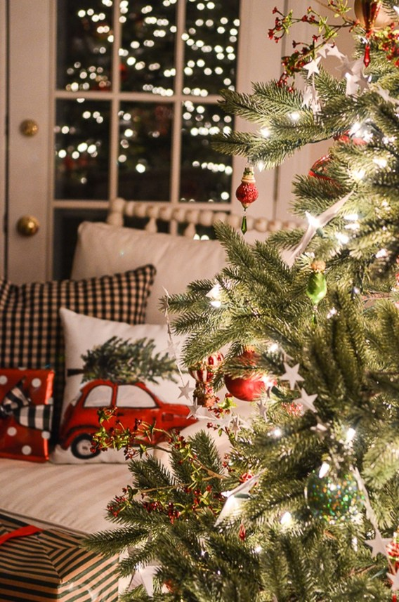 Cozy Christmas House Decoration 01